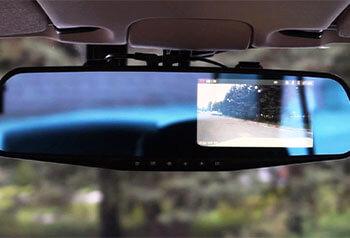 Зеркало в салоне автомобиля